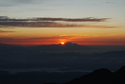 燕山荘前からの朝日