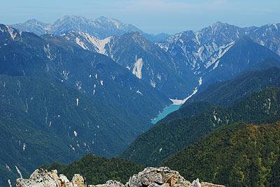 高瀬ダムの湖