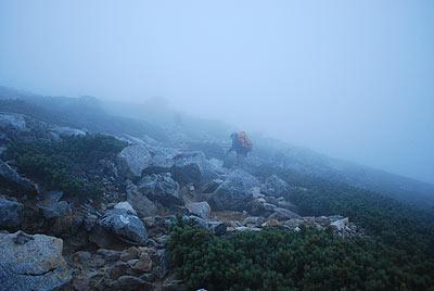 濃霧の中、常念岳へ