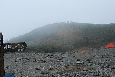 霧でうっすら蝶ヶ岳