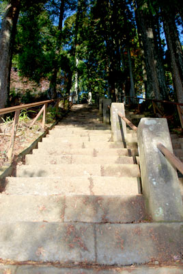 下社からの急階段